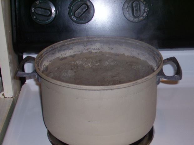 Prepare starch water by bringing it to a boil.